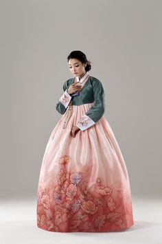 Pine green and light pink Hanbok Korean Hanbok, Korean Dress, Korean Outfits, Korean Traditional Dress, Traditional Fashion, Traditional Dresses, Oriental Dress, Culture Clothing, Wedding Kimono