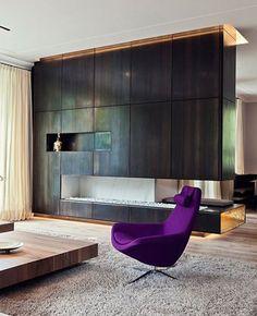 Ultra Violet: la couleur 2018 ultra tendance pour votre intérieur - IDEO Basement Living Rooms, Color Of The Year, Pantone Color, Luxury Living, Ultra Violet, Decoration, Floor Chair, Interior Inspiration, Interior Decorating