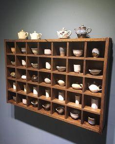 Modern Furniture, Home Furniture, Furniture Design, Display Shelves, Shelving, Tea Cup Display, Beautiful Home Designs, Mid Century Dining, Diy Interior