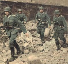 German Soldiers During Second World War: Rare Pictures German Soldiers Ww2, German Army, Rare Images, Rare Pictures, Luftwaffe, Bataille De Stalingrad, Battle Of Stalingrad, Germany Ww2, German Uniforms