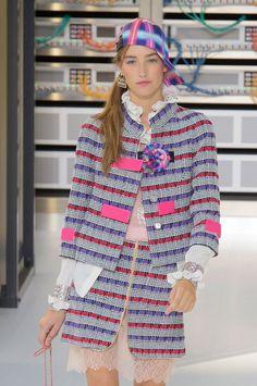 Chanel Hair and Makeup Paris Fashion Week Spring 2017 | POPSUGAR Beauty