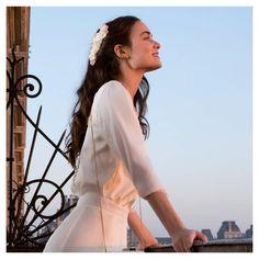 Belle soirée parisienne avec notre peigne Porquerolles shooté par mariée magasine  Retrouvez toute notre collection mariage sur www.maisonguillemette.com   Le Showroom est ouvert librement tous les mercredis de 10h à 19h ou sur rendez-vous le reste de la semaine 🌿