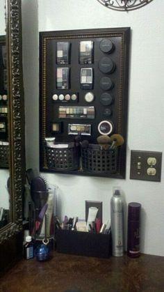 Magnetic makeup frame