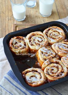 Cinnamon rolls - Laura's Bakery