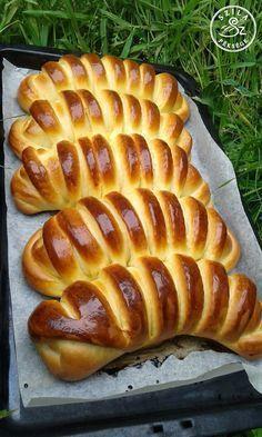 Michel Roux: Tésztavarázs c. könyve nagy kedvencem, sűrűn forgatom, nézegetem, olvasom és sütök is belőle...Miután egy halom akciós pudingpo... Cookie Recipes, Dessert Recipes, Bread Dough Recipe, Homemade Dinner Rolls, Sweet Pastries, Hungarian Recipes, Creative Food, Snacks, Bakery