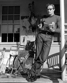 Brando reads.