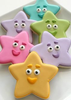 Simple Dora Star Coo Simple Dora Star Cookies How-To. - I know they say they are Dora stars but they are so cute! Star Cookies, Fancy Cookies, Iced Cookies, Cute Cookies, Royal Icing Cookies, Cupcake Cookies, Cookie Icing, Lila Party, Iced Biscuits