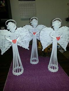 Straw Weaving, Paper Weaving, Weaving Art, Basket Weaving, Christmas Paper Crafts, Christmas Sewing, Christmas Decorations, Newspaper Basket, Newspaper Crafts