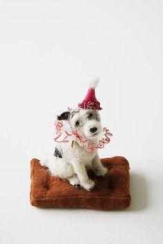 Es una postal (Domenica More Gordon es la artista que hace estos perros de fieltro)