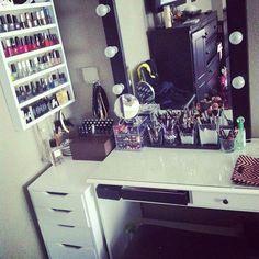 I like this!! I like the desk with the giant mirror! Shelf is a good way to organize nail polish.