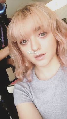 😍😘😚☺😋 some girls pull off colour and masie is always cute af! Beautiful Person, Beautiful People, Beautiful Women, Maisie Williams, Pink Instagram, Instagram Story, Hollywood Actresses, Actors & Actresses, Chloe Grace Moretz