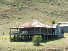 ** This is a lovely old homestead with a nice shaded verandah. Australian Bush, Australian Homes, Australian Animals, Amazing Buildings, Old Buildings, Abandoned Houses, Abandoned Places, Country Farm, Country Roads