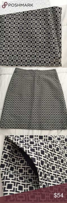 Sophisticated pencil skirt Gently worn once. Pockets!! Really cute pattern great with a simple top! Back zipper. No slit. Banana Republic Skirts Pencil