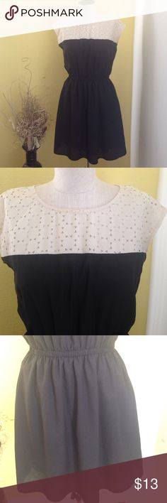 Black and white dress Gently used condition. Worn twice. Make an offer BeBop Dresses