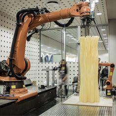 1.8m tall PLA printed column, 42kg, 3mm layers #rmitarchitecture #sacrificingform #kokkugia lab