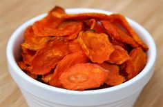 Carrot Chips: If you're constantly craving chips, it's time you found a healthier option. Each batch of these carrot chips is only 79 calories vs. the average bag of potato chips. Healthy Alternatives, Healthy Options, Healthy Snacks, Healthy Eating, Healthy Recipes, Vegan Snacks, Healthy Crisps, Free Recipes, Snack Recipes