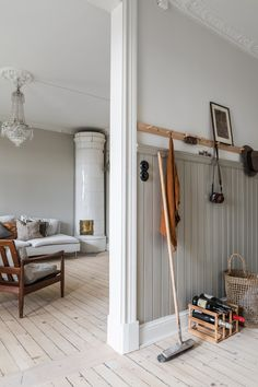 ideas with ladders ideas grey walls to decor small living room decor ideas uk and ideas ideas around tv decor ideas vintage gift ideas Decoration Hall, Decoration Entree, Decoration Crafts, White House Interior, Interior And Exterior, Interior Design, Small Living, Living Spaces, Grey Walls