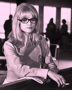 Girls Who Wear Glasses: Judy Geeson Bold And The Beautiful, Beautiful People, Judy Geeson, Jacqueline Bisset, Chica Cool, Alpha Female, She Movie, Jane Birkin, English Actresses