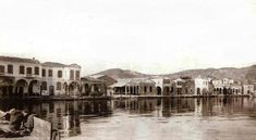 Solda Batis'in Kahvehanesi - Batis, on the left side of picture in 1920 Istanbul Turkey, Black And White, History, City, Building, Places, Pictures, Painting, Image