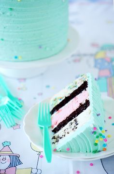"So maybe I have a thing for turquoise layer cakes, but they're just so pleasing. And while a vintagey looking turquoise cake with sprinkles seem to shout ""vanilla birthday cake!"" I thought we c. Sweet Recipes, Cake Recipes, Dessert Recipes, Turquoise Cake, Aqua Cake, Birthday Desserts, Birthday Cake, Festa Party, Love Cake"