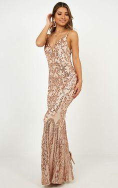 Complete your look with the Capture Recapture Dress In Rose Gold Sequin from Showpo! Great Gatsby Prom Dresses, Flowy Prom Dresses, Glitter Prom Dresses, Split Prom Dresses, Simple Bridesmaid Dresses, Mermaid Prom Dresses, Formal Dresses, Wedding Dresses, Gold Formal Dress