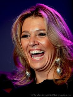 Such a wonderful smile... http://media.musicfrom.nl/file.php/prinses%2520maxima.jpg%3Fid%3D69177,86oot51