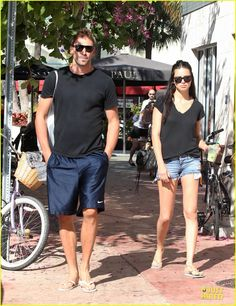 Love Adriana Limas simple summer outfit