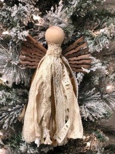 Discover recipes, home ideas, style inspiration and other ideas to try. Diy Christmas Tree Topper, Country Christmas Decorations, Diy Christmas Ornaments, Christmas Angels, Rustic Christmas, Christmas Ideas, Homemade Ornaments, Christmas Poinsettia, Crochet Ornaments
