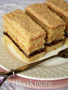 Trzeci Talerz: Placek różany – kuchnia podkarpacka Poke Cakes, Lava Cakes, Sweet Recipes, Cake Recipes, Good Food, Yummy Food, Sweets Cake, Vegan Kitchen, Polish Recipes