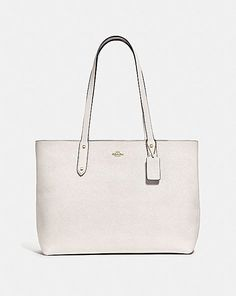 Coach Central Tote With Zip Coach Tote, Coach Purses, Tote Handbags, Purses And Handbags, Designer Totes, Designer Handbags, Coach Leather Cleaner, Womens Tote Bags, Pebbled Leather