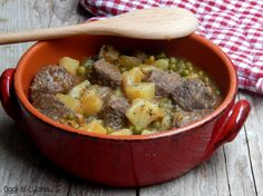 Spezzatino con piselli e patate http://blog.giallozafferano.it/oggisicucina/spezzatino-con-piselli-e-patate/