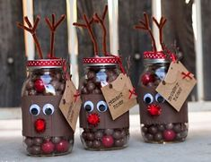 43 Ideas diy christmas cheap gifts in a jar Mason Jar Christmas Gifts, Diy Christmas Presents, Christmas Wine Bottles, Homemade Christmas Gifts, Christmas Candles, Christmas Fun, Diy Gifts In A Jar, Easy Diy Gifts, Jar Gifts