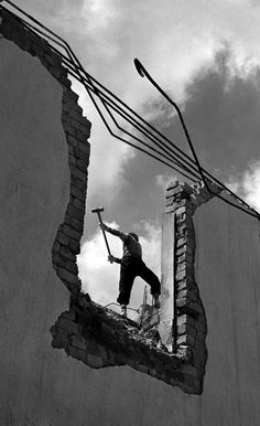 demolishing, 1956.  Living Theater - FAN HO