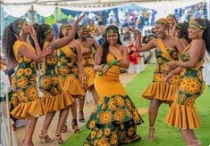 African Fashion Designers, African Fashion Ankara, Latest African Fashion Dresses, African Print Fashion, African Traditional Wedding Dress, Traditional African Clothing, Traditional Wedding Attire, African Dresses For Women, African Print Dresses