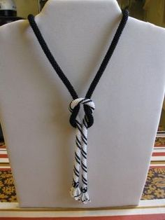 Simple yet beautiful–love this as a starting point for a future project - DIY Schmuck Rope Jewelry, Rope Necklace, Seed Bead Jewelry, Fabric Jewelry, Jewelry Crafts, Beaded Jewelry, Handmade Jewelry, Beaded Necklace, Beaded Bracelets