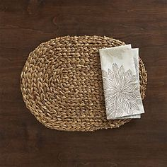 Montego Oval Placemat and Chrysanthemum Neutral Napkin