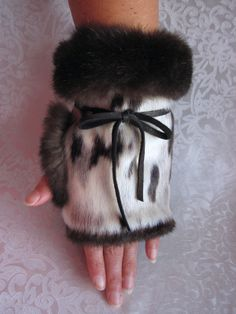 Water proof seal and deer leather palms smother your hand in sea otter fur warmth. Fingerless Mittens, Knit Mittens, Mitten Gloves, Fur Goods, Fur Purse, Fur Accessories, Fur Clothing, Sea Otter, Mittens Pattern