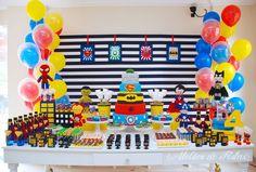 Buscando ideias e inspirações pra produzir uma festa super heróis? Fizemos uma seleção de 40 mesas lindas e divertidas com o tema queridinho das crianças!