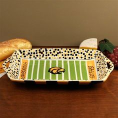 could do this at any paint a pottery place for any team. Great idea.