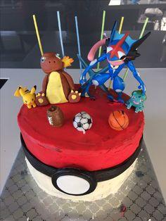 Poke ball cake Pokemon figures