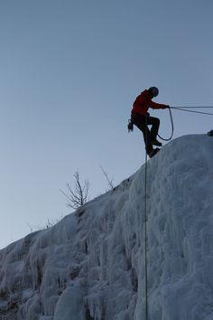 La scalata della cascata di ghiaccio - Ice climbing (Mary Attardi, Abisko)