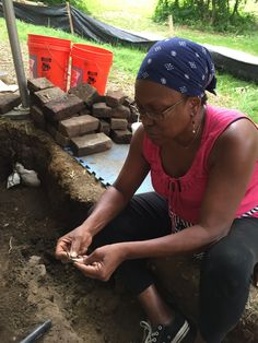 Historian Janice Hayes-Williams examines a fragment of a blue shell-edged plate from the Belvoir slave quarters. Reading Tips, Historian, Book Recommendations, Archaeology, Good Times, Shell, Plate, Fun, Dishes