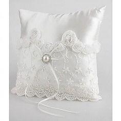 delizioso anello nuziale cuscino in raso bianco con pera e lacci(103018231)
