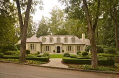 Wonderful curb appeal at it's best - lissyparker.com