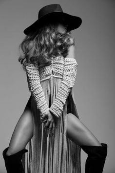 Before meeting Denisse M Vera, when anyone mentioned macramé, I would invariably think of a. Bohemian Mode, Hippie Chic, Bohemian Style, Boho Chic, Hippie Bohemian, Gypsy Style, Boho Gypsy, Hippie Style, Fringe Fashion