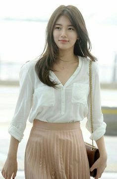 'Suzy' of girl group miss A arrives at Incheon International Airport on Monday on her way to Hong Kong for a display of her wax figure at Madame Tussauds museum. Bae Suzy, Korean Women, Korean Girl, Korean Beauty, Asian Beauty, Miss A Suzy, Women Lifestyle, Korean Celebrities, Korean Actresses