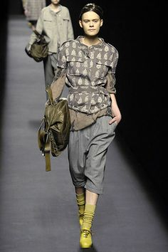 Dries Van Noten Fall 2007 Ready-to-Wear Collection Slideshow on Style.com