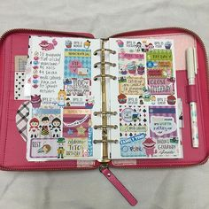 SO thrilled with how last week turned out in my #katespadewellesley using the gorgeous #aliceinwonderland set from @pinkowlpartystudio!  So colorful!  #plannerstickers #cheshirecat #queenofhearts #whiterabbit #madhatter #plannergirl #prteam