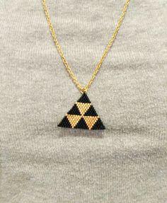 Collier mi-long triangle en tissage peyote : Collier par lottie-bijoux