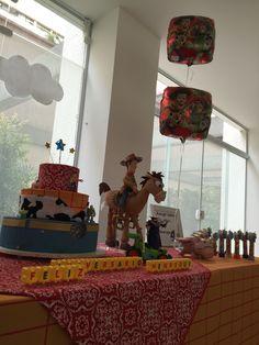 Decor ToyStory, decoração de festa Toy Story, festa infantil, festa personalizada, festa Toy Story, bolo cenográfico Toy Story, vela personalizada.